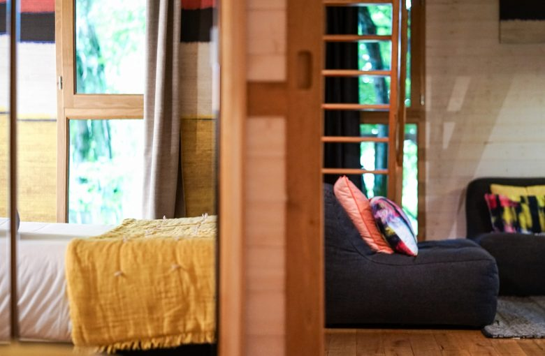 cypr s si haut cabane dans les arbres avec spa insolite correze. Black Bedroom Furniture Sets. Home Design Ideas